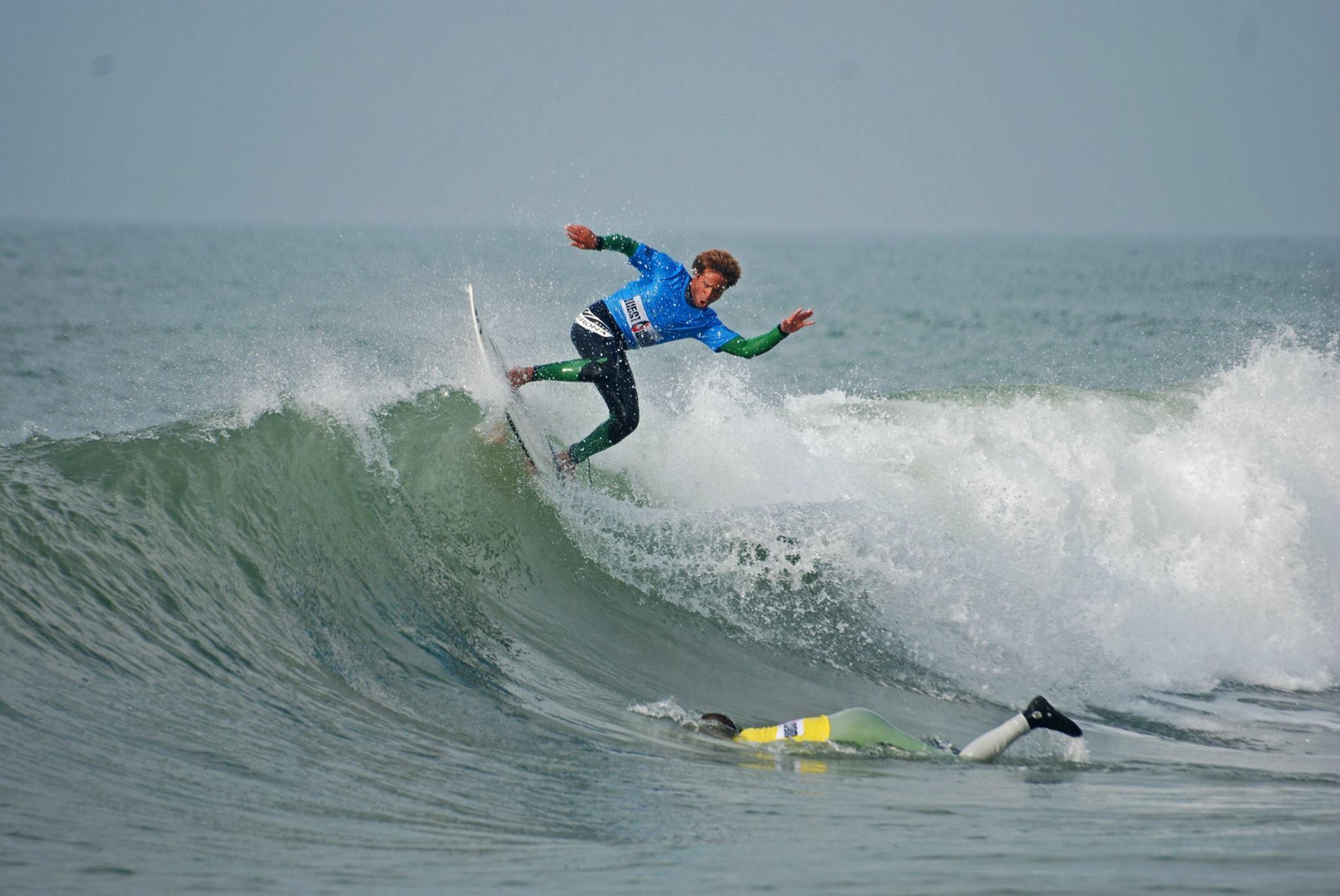Victor Rosario flyder over sin konkurrent. Foto: DSRF